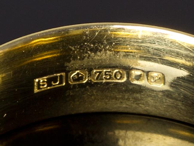 18 carat gold 750 large wedding band ring 1989 parade antiques shop for antiques online uk. Black Bedroom Furniture Sets. Home Design Ideas