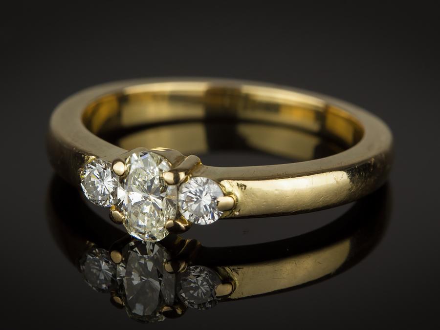 18 Carat Gold Oval 2 Round Diamonds Ring eBay